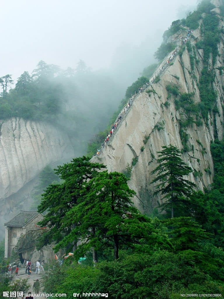 Mount Huashan, China: The Most Dangerous Hiking Trail in the World 9