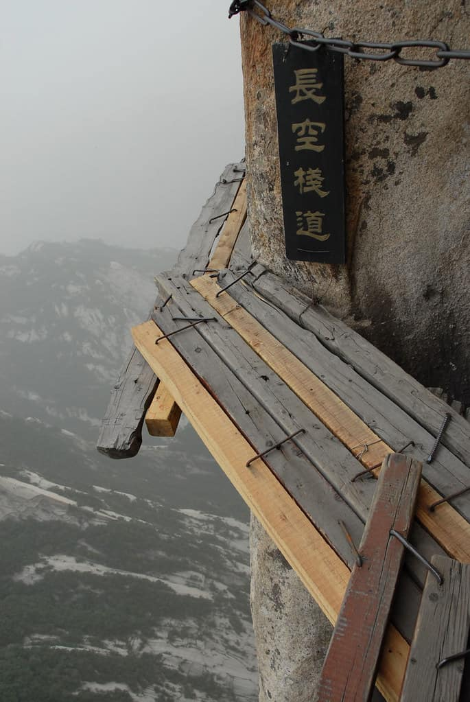 Mount Huashan, China: The Most Dangerous Hiking Trail in the World 3