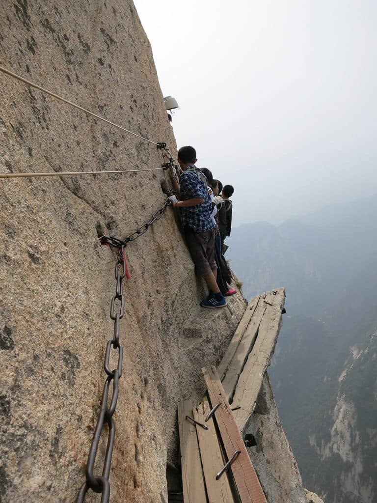 Mount Huashan, China: The Most Dangerous Hiking Trail in the World 5