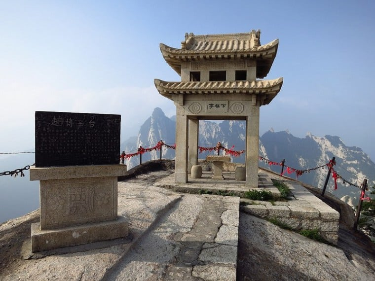 Mount Huashan, China: The Most Dangerous Hiking Trail in the World 7